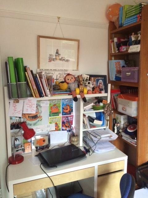 mo's desk